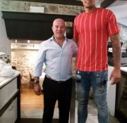 Con el jugador de baloncesto Willy Hernangómez